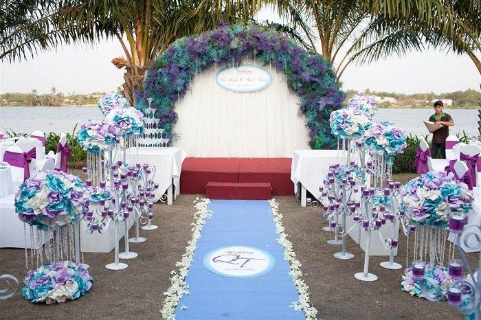 Mẫu trang trí sân khấu đám cưới ngoài trời đẹp