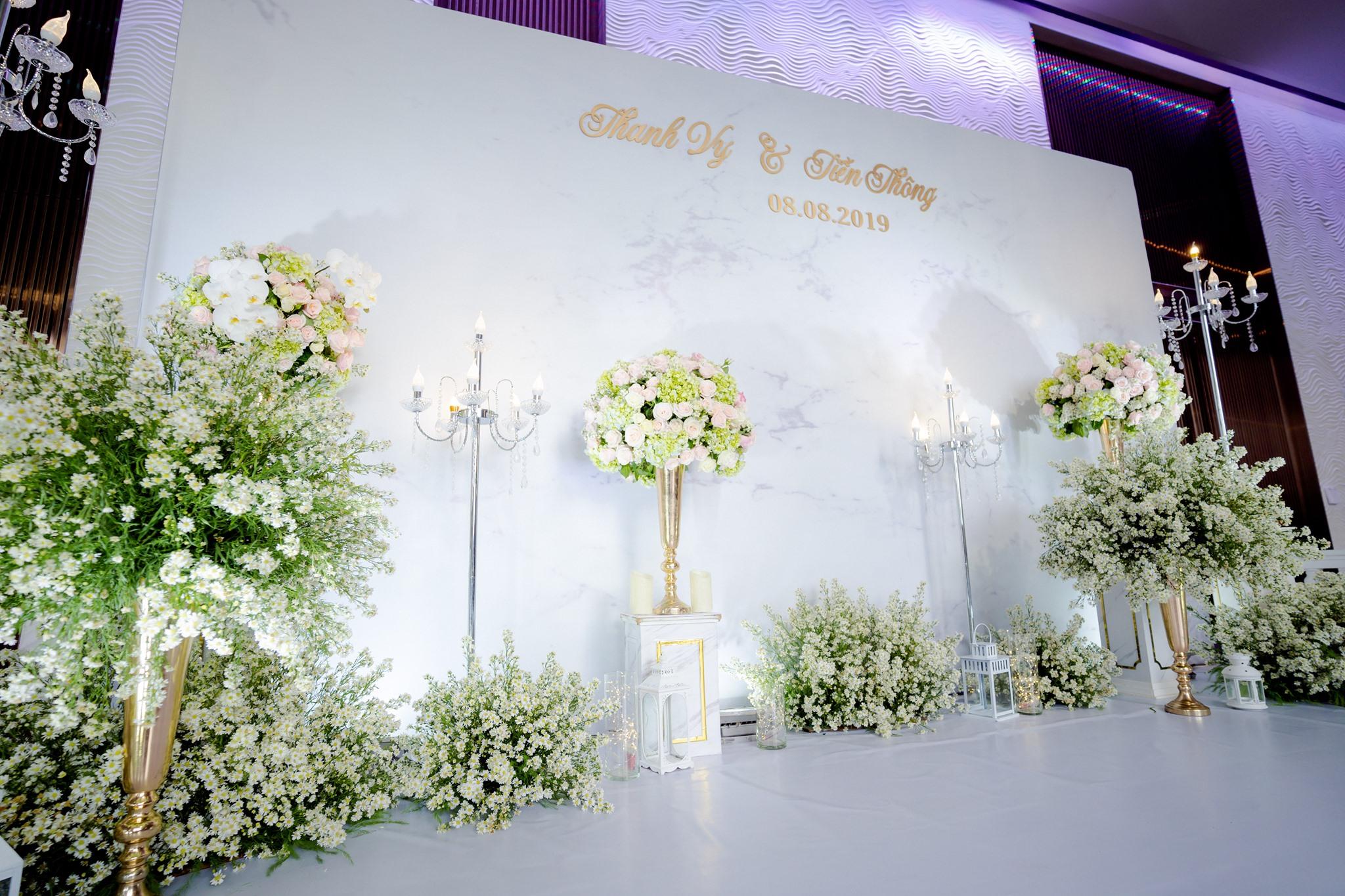 Mẫu sân khấu đám cưới đẹp